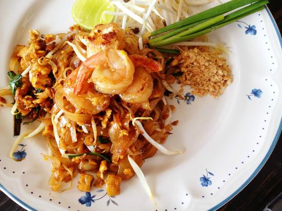 Sentai Coffee and Restaurant : Phad Thai Goong Sod