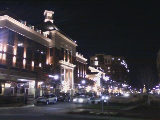 Nighttime at the Annapolis Towne Centre