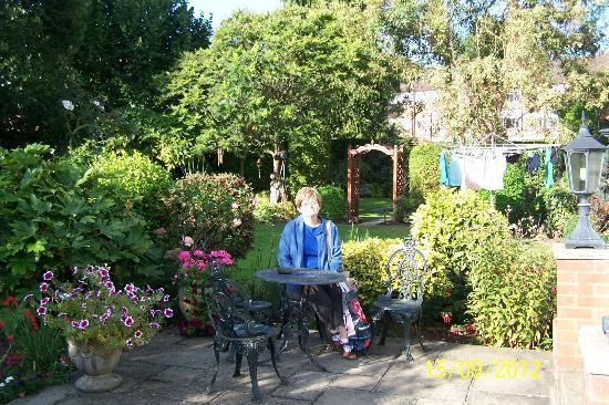 Bridge Cottage Guest House: In the garden