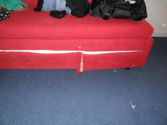 Travelodge Limerick Castletroy: this sofabed is in a family room, real safe!!