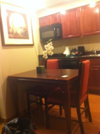 Homewood Suites Ft. Lauderdale Airport & Cruise Port: kitchen area