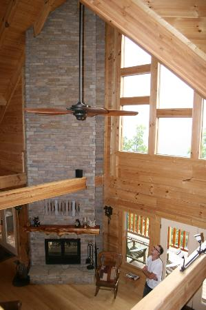 Chilhowee Mountain Retreat: Over looking living room