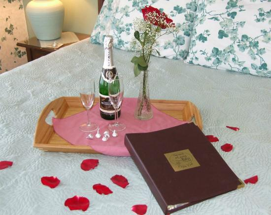 Inn at Lewis Bay: Ask about our Romance packages