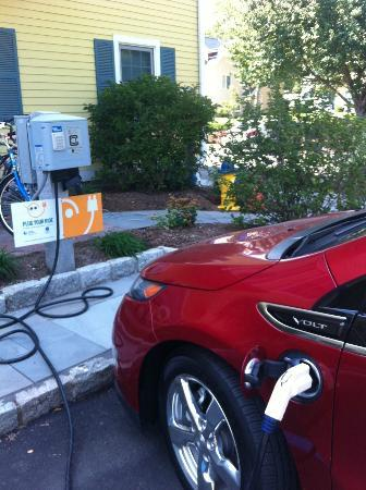Saybrook Point Inn & Spa: Electric car charging station! Love it!!!