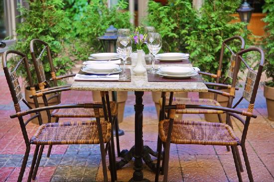 Claret Cafe: Terrase