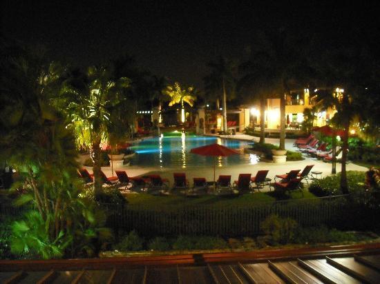 بي جي إيه ناشونال ريزورت آند سبا: Main Pool at Night