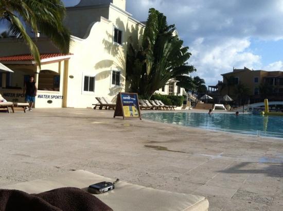 Secrets Capri Riviera Cancun: tumbonas cerca de los deportes acuáticos, el mejor lugar para tomar el sol y descansar