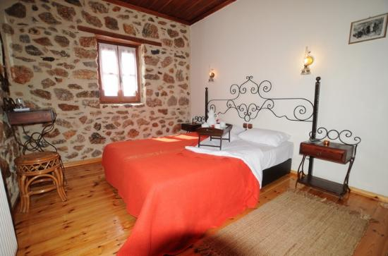 Aposkepos Guest House: traditional room