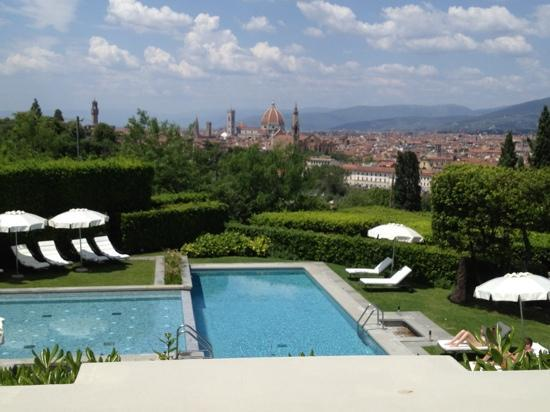 Villa La Vedetta: The pool area with the magnificent view of Florence beyond