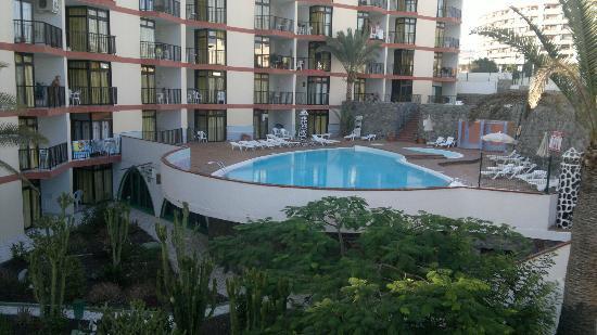 Guinea Apartments: Pool view