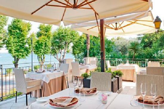 Terrazza Esterna Ristorante Rose & Sapori - Picture of Villa Rosa ...