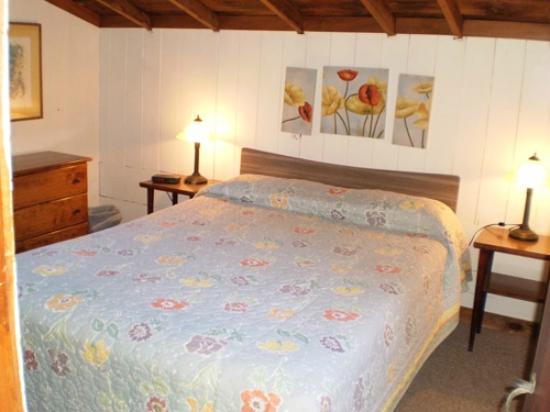 Eider Duck Cottages: Queen Size Bedroom