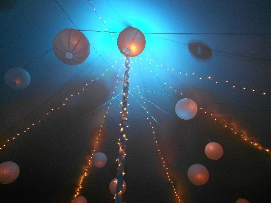 ‪‪Full Moon Resort‬: Reception tent ceiling