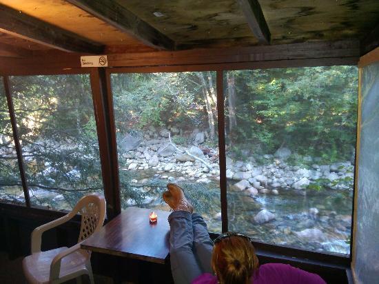 Pemi Cabins: porch