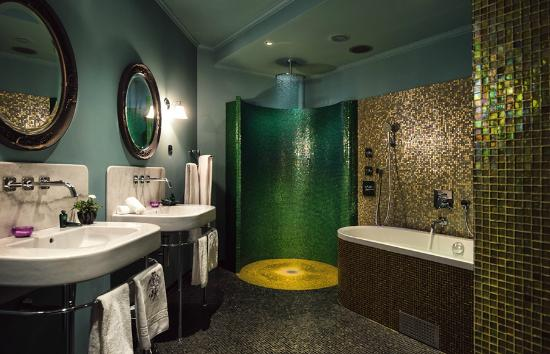 Dorsia Hotel & Restaurant: Bath