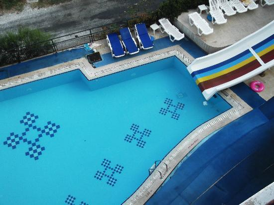 Lunamar Apartments: the other pool