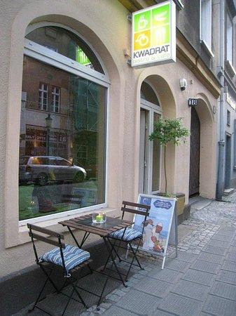 Kwadrat Vegan Bistro & Cafe : Kwadrat fasade / fasada Kwadratu