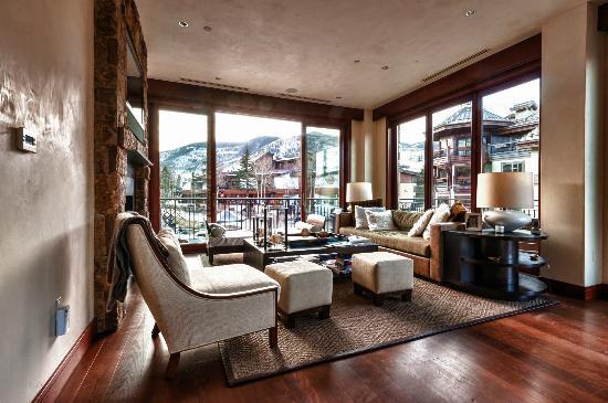 Solaris Residences : Sample Residence Living Room
