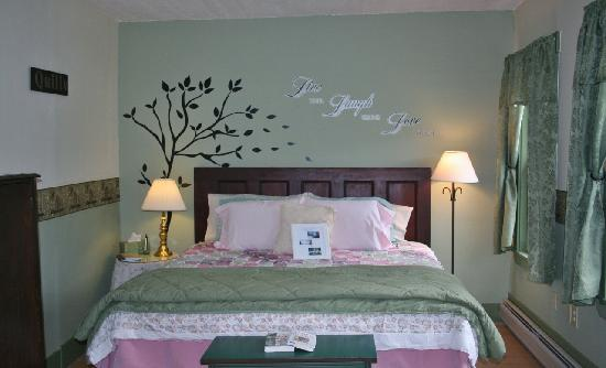 Mt. Washington Bed and Breakfast: Chickadee Room