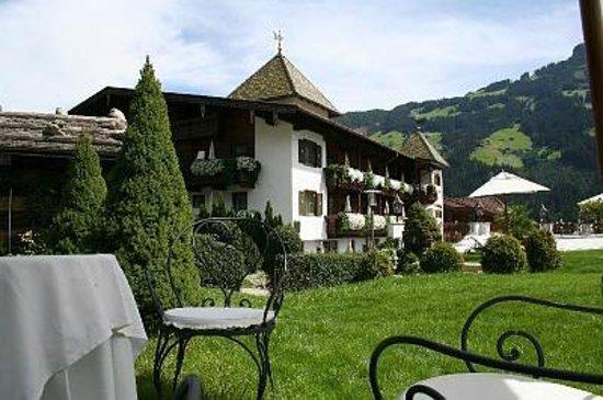 Hotel Alpenblick: Hotel Sicht vom Toscanagarten