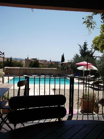 La Bastide Dou Pastre : piscine depuis la terrasse du déjeuné