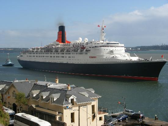 WatersEdge Hotel: The Queen Mary Cruise Ship