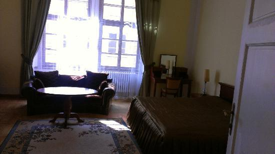 Royal Residence Ungelt: Master bedroom - double bed and desk