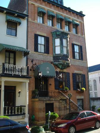 Foley House Inn: Exterior right on Chippewa Square