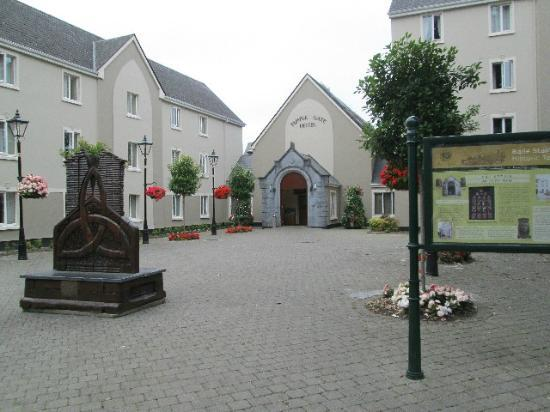Temple Gate Hotel: The Courtyard