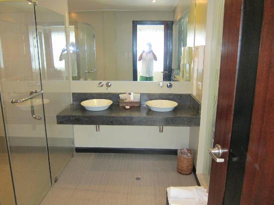 Two Seasons Boracay Resort: his and hers sinks