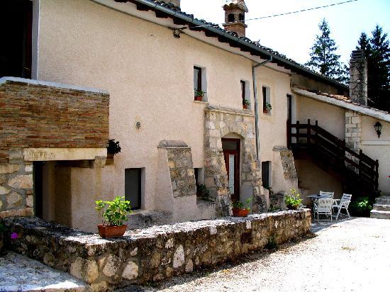 Azienda Agrituristica Il Fortino: Facciata Nord