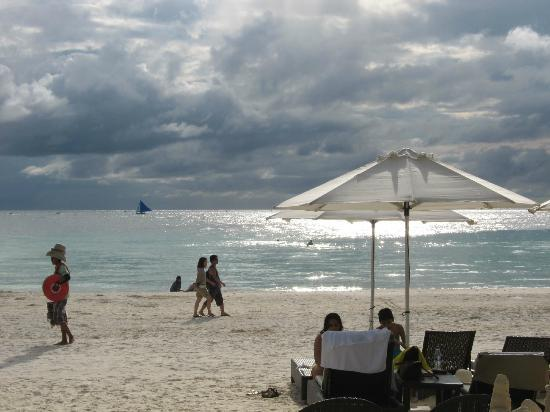 Two Seasons Boracay Resort: wasn't a particularly sunny day but still a good place to be in