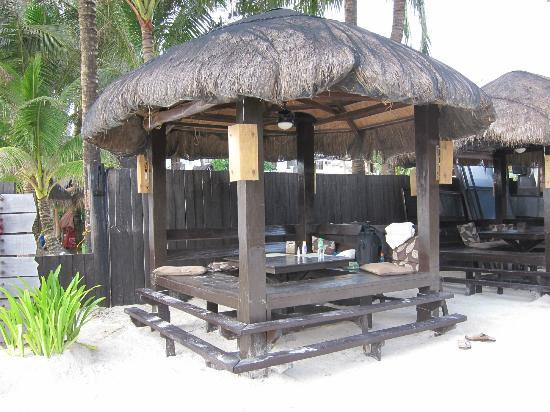 Two Seasons Boracay Resort: cabana outside the hotel