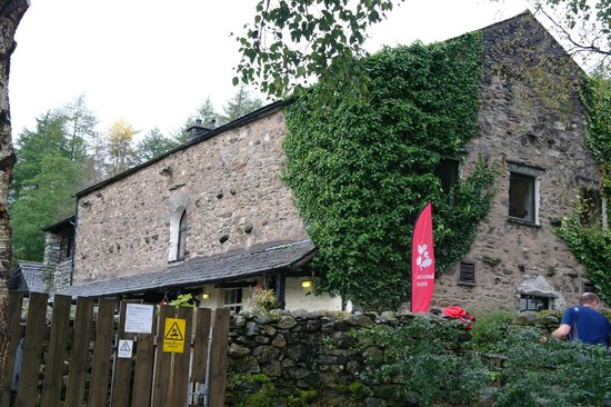 Sticklebarn: Side view from the car park