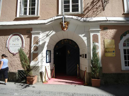Radisson Blu Hotel Altstadt, Salzburg: Outside main Entrance