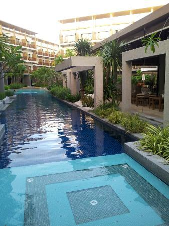 Deevana Plaza Krabi Aonang: Pool view near restaurant
