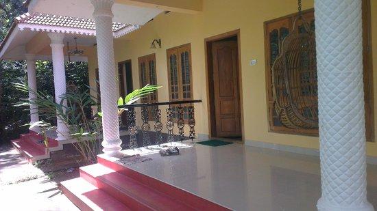 Dew Drops Bed & Breakfast: veranda