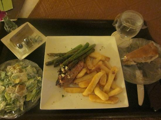 DoubleTree by Hilton Hotel Milwaukee Downtown : Great food!!! No need to dine out!