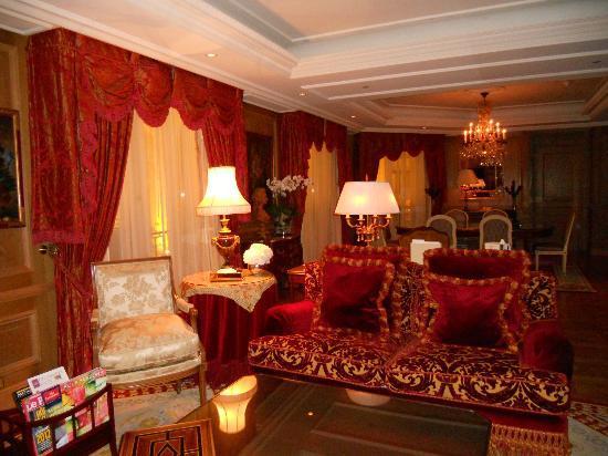 Four Seasons Hotel George V Paris: suite salon 3