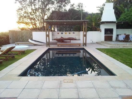 La Gratitude Villa: Pool, jacuzzi and braai area