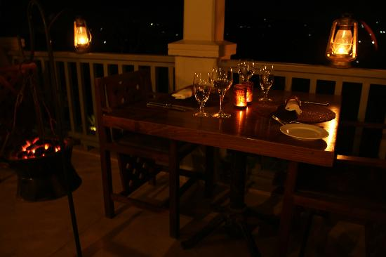 Onsea House Country Inn & Guest Cottage : Evening dining with hot coals to keep you warm