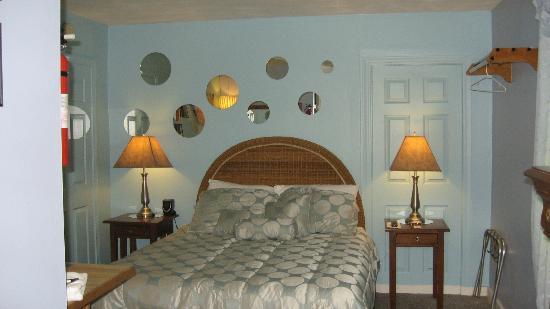 The Dolphin Den: Pantropical Dolphin Room