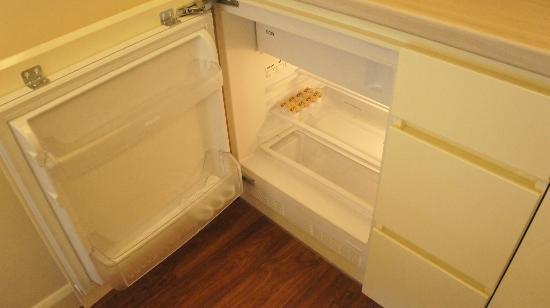Plater 10 Residence: refrigerator