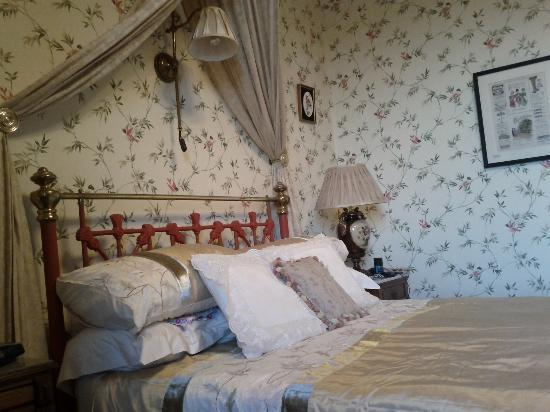 The Old Vicarage B & B: Our bedroom