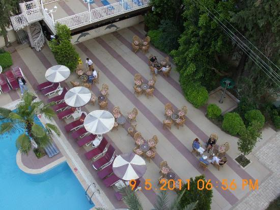Kayamaris Hotel : View from room of outdoor bar