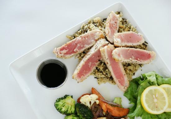 Pepper's Restaurant and Bar: Wild Caught Pan-Seared Ahi Tuna