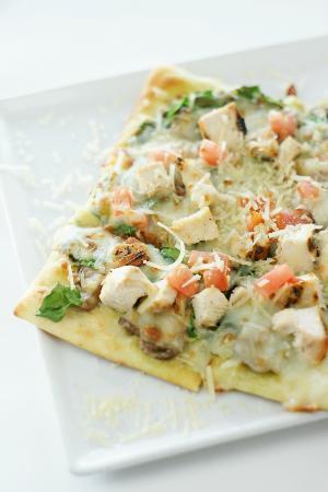 Pepper's Restaurant and Bar: Spinach Pesto Flatbread Pizza