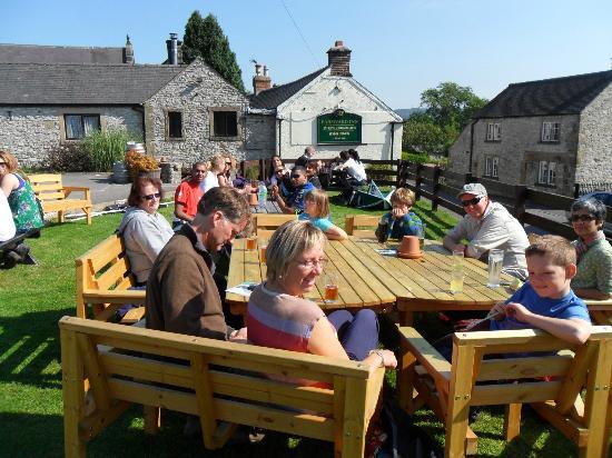 The Farmyard Inn: A sunnny day in the pub garden