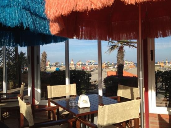 Hotel Granada: een van de strandbars bij het hotel