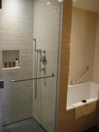 Auberge Saint-Antoine: Shower